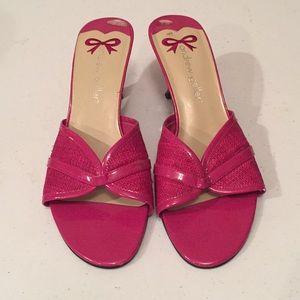 Andrew Geller slides shoes
